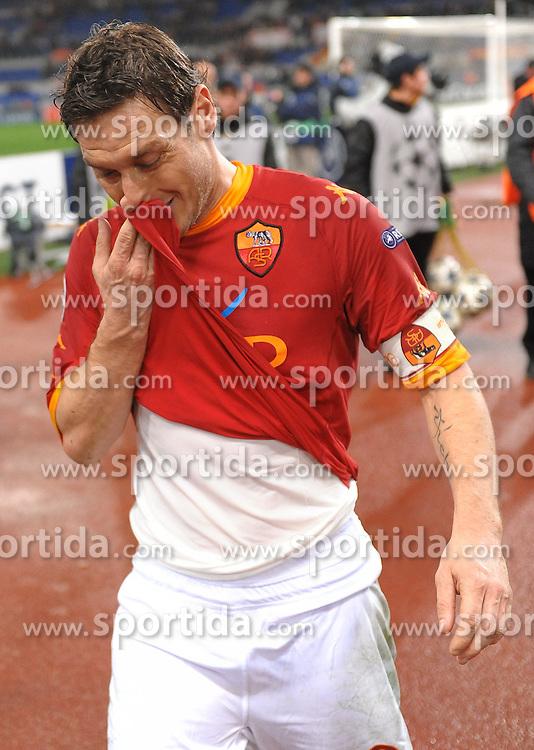 16.02.2011, Stadio Olimpico, Rom, ITA, UEFA CL, AS Roma vs Schachtjor Donezk, im Bild francesco totti (roma) fix und fertig, EXPA Pictures © 2011, PhotoCredit: EXPA/ InsideFoto/ Massimo Oliva +++++ ATTENTION - FOR AUSTRIA/AUT, SLOVENIA/SLO, SERBIA/SRB an CROATIA/CRO CLIENT ONLY +++++