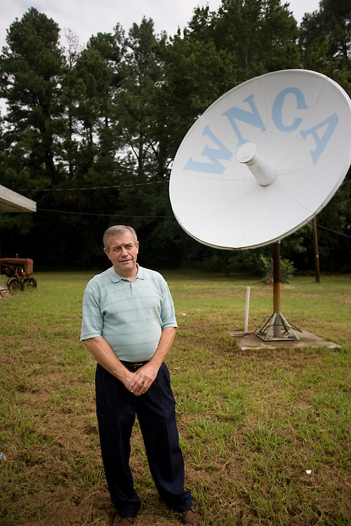 "Barry Hayes, the ""bear"" of air, outside WNCA studios in Siler City, July 30, 2008."
