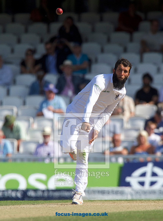 Moeen Ali of England bowling during Day Four of the fourth Investec Test Match at the Kia Oval, London<br /> Picture by Alan Stanford/Focus Images Ltd +44 7915 056117<br /> 14/08/2016