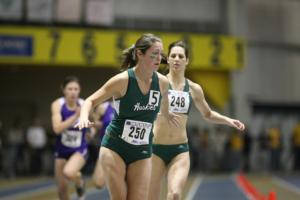 Windsor, Ontario ---13/03/09--- Leanne Schellenberg of  the University of Saskatchewan competes in the 4 X 200 meter relay at the CIS track and field championships in Windsor, Ontario, March 13, 2009..GEOFF ROBINS Mundo Sport Images