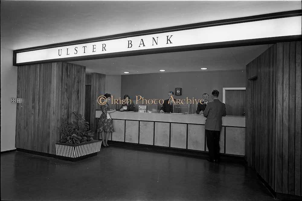 31/07/1962<br /> 07/31/1962<br /> 31 July 1962<br /> Interior of Ulster Bank, Dublin Airport.