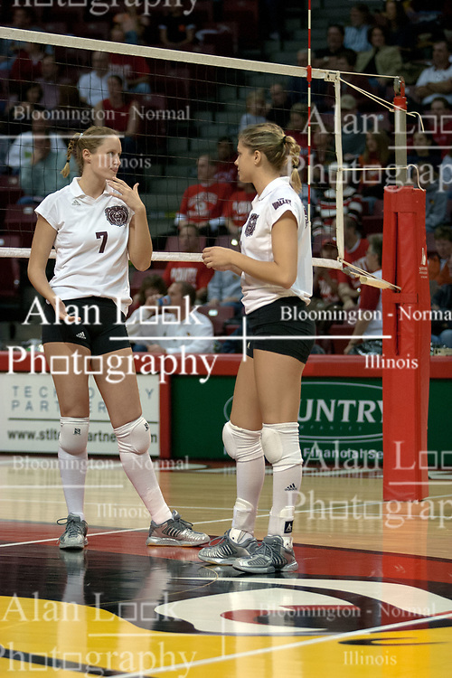 06 November 2004....SMSBears Katie Kreimer (7) and Ashley Warren....Illinois State University Redbirds V SouthWest Missouri State University Bears Volleyball.  Redbird Arena, Illinois State University, Normal IL..Illinois State Redbirds v Southwest Missouri State
