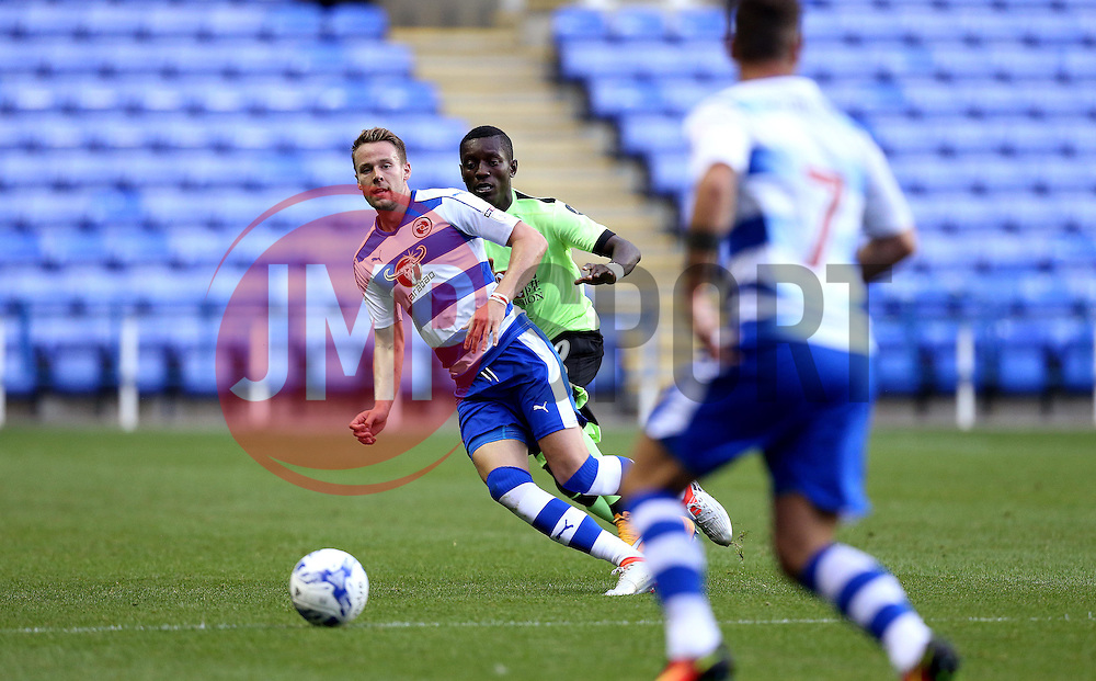 Chris Gunter of Reading passes the ball to Roy Beerens of Reading - Mandatory by-line: Robbie Stephenson/JMP - 29/07/2016 - FOOTBALL - Madejski Stadium - Reading, England - Reading v AFC Bournemouth - Pre-season friendly