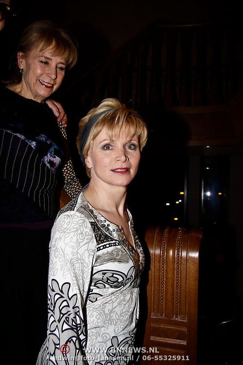 """NLD/Haarlem/20100308 - Première toneelstuk """" Als De Dood """", cast, Renee Soutendijk"""