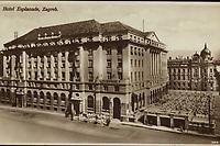 Zagreb : Hotel Esplanade. <br /> <br /> ImpresumZagreb : Naklada S. Marković, 1926.<br /> Materijalni opis1 razglednica : tisak ; 8,5 x 13,5 cm.<br /> NakladnikNaklada S. Marković<br /> Mjesto izdavanjaZagreb<br /> Vrstavizualna građa • razglednice<br /> ZbirkaZbirka razglednica • Grafička zbirka NSK<br /> Formatimage/jpeg<br /> PredmetZagreb –– Trg Ante Starčevića<br /> Hotel Esplanade (Zagreb)<br /> SignaturaRZG-STAR-6<br /> Obuhvat(vremenski)20. stoljeće<br /> NapomenaRazglednica je putovala 1926. godine.<br /> PravaJavno dobro<br /> Identifikatori000953274<br /> NBN.HRNBN: urn:nbn:hr:238:698784 <br /> <br /> Izvor: Digitalne zbirke Nacionalne i sveučilišne knjižnice u Zagrebu