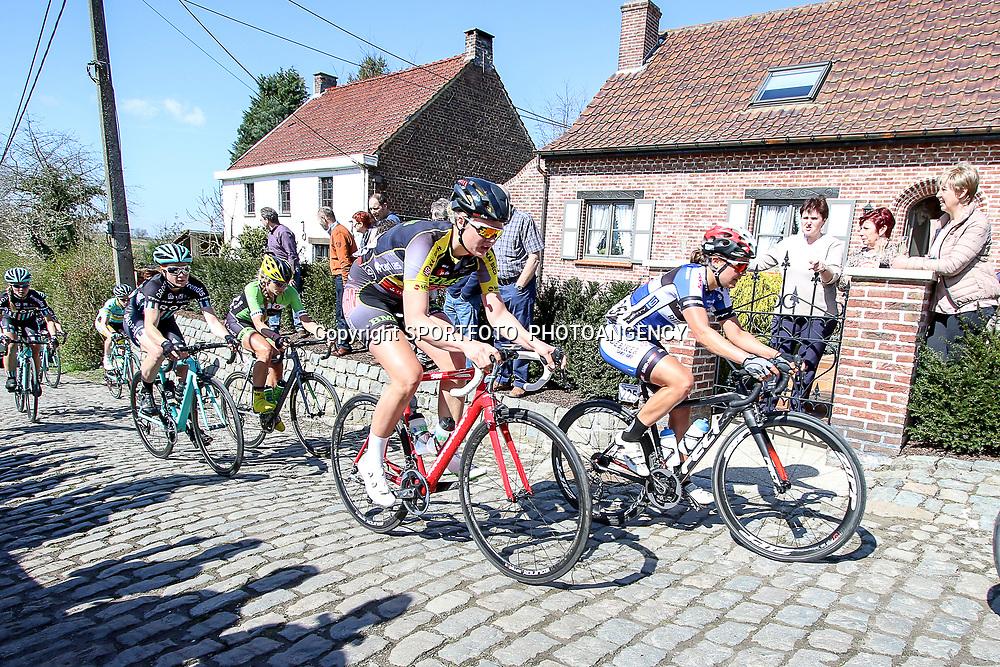 03-04-2016: Wielrennen: Ronde van Vlaanderen vrouwen: Oudenaarde  <br />OUDENAARDE (BEL) cycling  The sixth race in the UCI Womensworldtour is the ronde van Vlaanderen. A race over the famous Flemish climbs.<br />(225) Leah Thomas, (272) Pernille Mathiesen