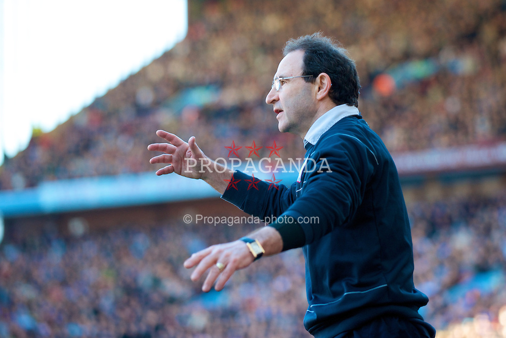 BIRMINGHAM, ENGLAND - Saturday, February 21, 2009: Aston Villa's manager Martin O'Neill during the Premiership match against Chelsea at Villa Park. (Photo by David Rawcliffe/Propaganda)