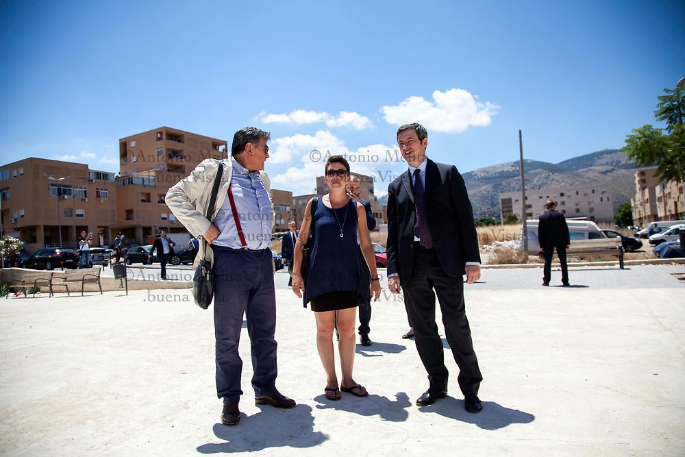 Il ministro della Giustizia Andrea Orlando in visita allo Zen di Palermo.