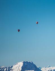 11.02.2015, Zell am See - Kaprun, AUT, BalloonAlps, im Bild Heissluftballone bei einer Wettbewerbsfahrt in der Luft über den Bergen // BalloonAlps, The Alps Crossing Event balloonalps is Austria's international Winter balloon week in front of the backdrop of the Hohe Tauern, Zell am See Kaprun on 2015/02/11, . EXPA Pictures © 2014, PhotoCredit: EXPA/ JFK