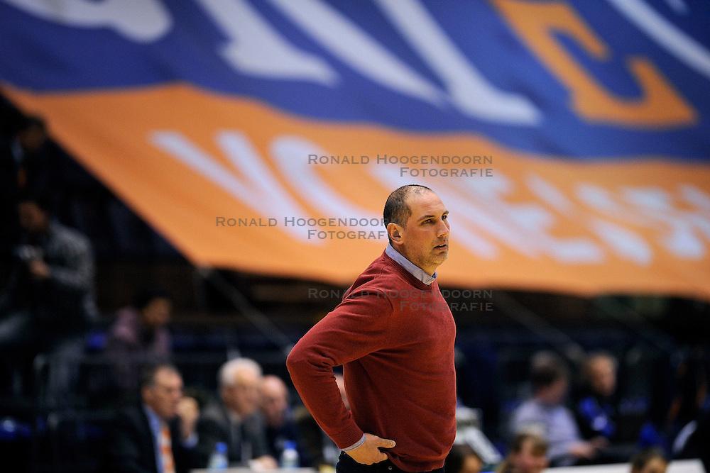 13-03-2009 VOLLEYBAL: ORTEC NESSELANDE - DOC STAP ORION: ROTTERDAM <br /> Coach Ron Zwerver<br /> &copy;2009-WWW.FOTOHOOGENDOORN.NL
