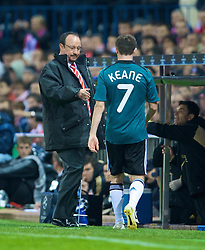 MADRID, SPAIN - Wednesday, October 22, 2008: Liverpool's Robbie Keane is substituted by manager Rafael Benitez during the UEFA Champions League Group D match against  Club Atletico de Madrid at the Vicente Calderon. (Photo by David Rawcliffe/Propaganda)