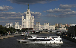 June 25, 2018 - Moscou, Rússia - MOSCOU, MO - 25.06.2018: GENERAL PICTURES MOSCOW 2018 - View of the Moscow River and the Residential Building of the Kotelnitcheskaya Embankment in Moscow in Russia. Built during the Stalinist period for the Soviet elite. The works were started in September 1947 and completed in 1952 with projects by Dmitry Chechulin (chief architect of Moscow) and Andrei Rostkovsky. (Credit Image: © Rodolfo Buhrer/Fotoarena via ZUMA Press)