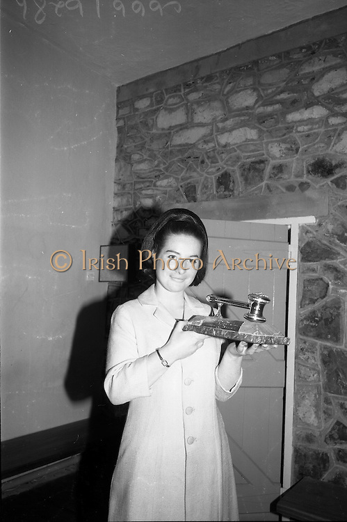 24/05/1966<br /> 05/24/1966<br /> 24 May 1966<br /> Players and Wills trophies presented for Gaelic League Inter Branch Debating Competition. Mr. P.J. Lavery, Director of Player and Wills (Ireland) Ltd. handed over a set of solid silver trophies and cheques to Cathal Ó Feinneadha, Uachtarain, Conradh na Gaeilge, for an All Ireland gaelic League Inter-Branch Debating Competition The presentation took place at the new Conradh na Gaeilge headwaters at Harcourt Street, Dublin. Maire Ni Maolain, (Galway) Runai na hArd Chraoibhe, with the major silver trophy.