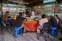 Inde, Delhi, boutique de parfum attar // India, Delhi, New Dehi, perfume shop
