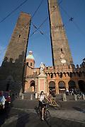 Piazza di Porta Ravegnana, Torre degli Asinelli (the taller tower) and Torre Garisenda, Bologna, Emilia Romagne, Italy