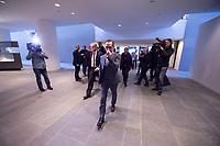 14 MAR 2018, BERLIN/GERMANY:<br /> Heiko Mass, SPD, Bundesaussenminister, kommt zu spät zur ersten Sitzung des Kabinetts Merkel IV, die im Kabinettsaal bereits begonnen hat, Bundeskanzleramt<br /> IMAGE: 20180314-02-045<br /> KEYWORDS: Kabinett, Kabinettsitzung, Sitzung,, neues Kabinett
