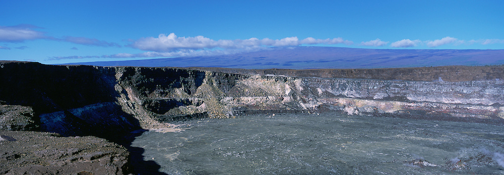 Kilauea Caldera, Kilauea Volcano, Hawaii Volcano National Park, Island of  Hawaii, USA<br />