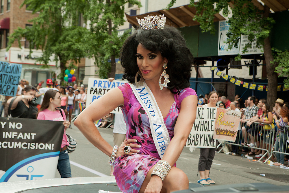 Miss'd America 2011, drag queen Kitty Hiccups (Daid Hyland),  in the 2011 Pride Parade on New York's Fifth Avenue.