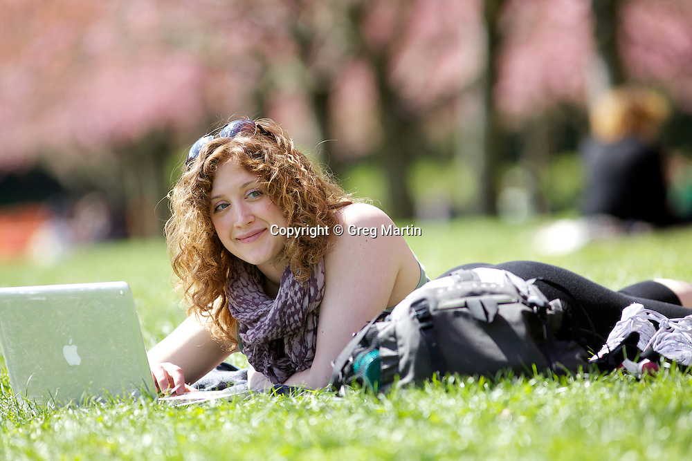 Women with laptop at the Brooklyn Botanical Gardens, New York