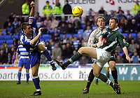 Fotball<br /> England 2004/2005<br /> Foto: SBI/Digitalsport<br /> NORWAY ONLY<br /> <br /> Reading V Plymouth Argyle<br /> The Coca_Cola Championship.<br /> Madejski Stadium<br /> 05/02/2005<br /> <br /> Reading's Nicky Forster tris for goal but is help off by Plymouths goalie Luke McCormick and Graham Coughlan