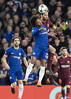 Football - 2017 / 2018 UEFA Champions League - Round of Sixteen, First Leg: Chelsea vs. Barcelona<br /> <br /> Willian (Chelsea FC)  and Sergio Busquets (Barcelona) compete for the header at Stamford Bridge.<br /> <br /> COLORSPORT/DANIEL BEARHAM