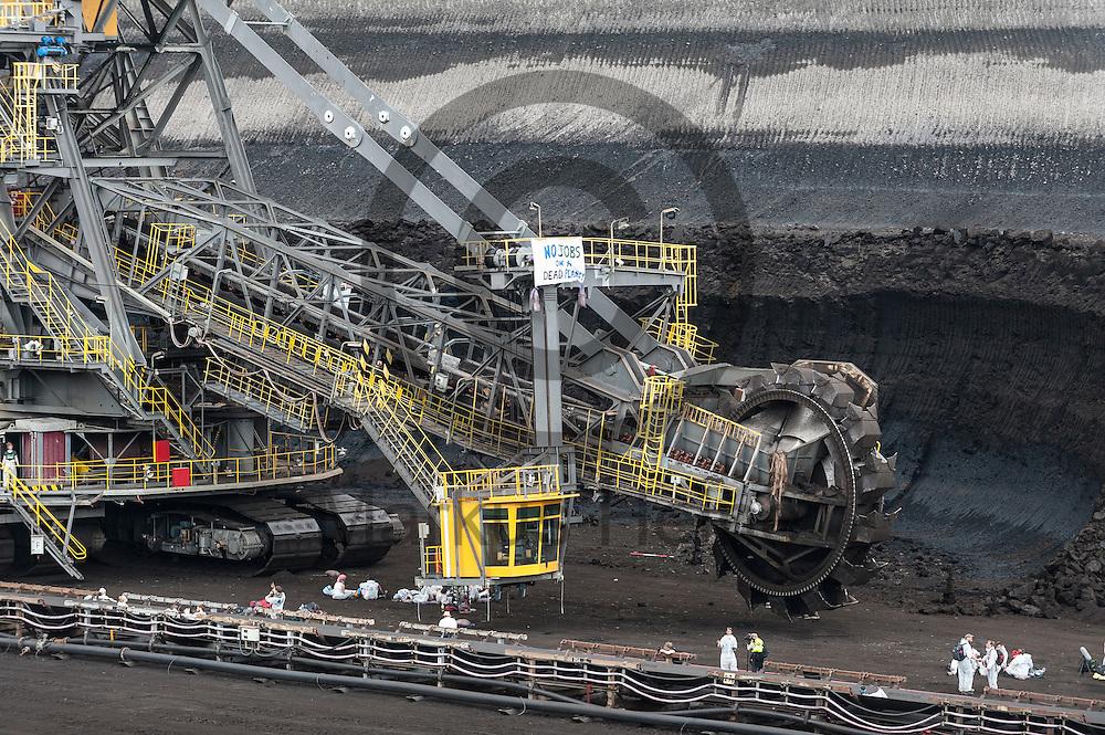 Aktivisten stehen am 13.05.2016 im Braunkohlentagebau Welzow-S&uuml;d bei Welzow, Deutschland an einem Schaufelradbagger. Mehrere Tausend Aktivisten haben den  Braunkohlentagebau blockiert um gegen die Nutzung von fossilen Brennstoffen zu protestieren. Foto: Markus Heine / heineimaging<br /> <br /> <br /> ------------------------------<br /> <br /> Ver&ouml;ffentlichung nur mit Fotografennennung, sowie gegen Honorar und Belegexemplar.<br /> <br /> Bankverbindung:<br /> IBAN: DE65660908000004437497<br /> BIC CODE: GENODE61BBB<br /> Badische Beamten Bank Karlsruhe<br /> <br /> USt-IdNr: DE291853306<br /> <br /> Please note:<br /> All rights reserved! Don't publish without copyright!<br /> <br /> Stand: 05.2016<br /> <br /> ------------------------------<br /> <br /> ------------------------------<br /> <br /> Ver&ouml;ffentlichung nur mit Fotografennennung, sowie gegen Honorar und Belegexemplar.<br /> <br /> Bankverbindung:<br /> IBAN: DE65660908000004437497<br /> BIC CODE: GENODE61BBB<br /> Badische Beamten Bank Karlsruhe<br /> <br /> USt-IdNr: DE291853306<br /> <br /> Please note:<br /> All rights reserved! Don't publish without copyright!<br /> <br /> Stand: 05.2016<br /> <br /> ------------------------------