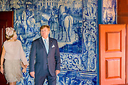 Staatsbezoek van Koning Willem Alexander en Koningin Máxima, aan de Portugese Republiek.<br /> <br /> Statevisit of King Willem Alexander and Queen Maxima to the republic of Portugal<br /> <br /> Op de foto / On the photo:  Bezoek aan Palácio da Vila, Sintra. Ooit was dit paleis in Sintra het zomerpaleis van de Portugese vorsten /// Visit to Palácio da Vila, Sintra. Ever this palace in Sintra was the summer palace of the Portuguese princes