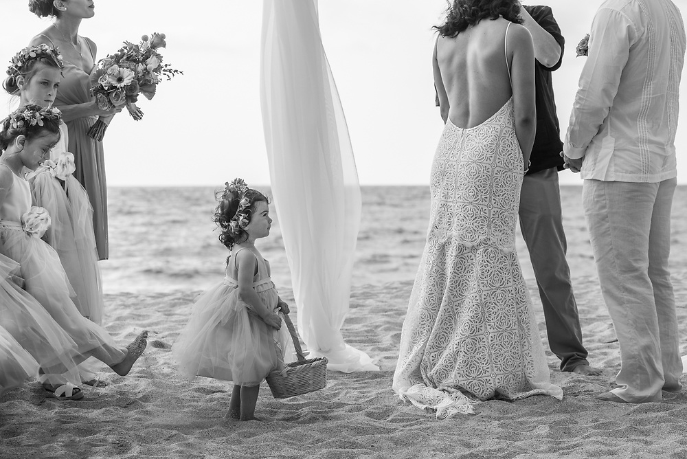 Flower girls being, well... girls. Maxine & Rick's ceremony at the beach in Sayulita, Nayarit Mexico. Photo by Juan Carlos Calderón.