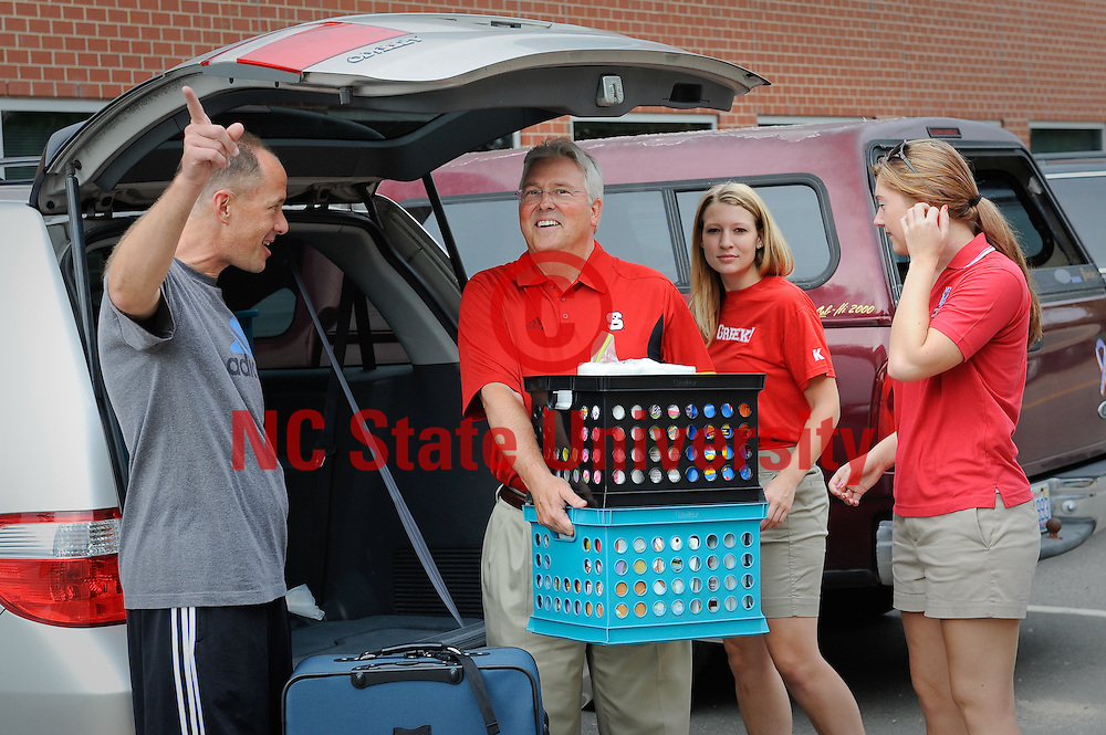 Chancellor Woodson helps students move in during move in weekend. Photo by Marc Hall