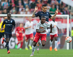 29.07.2015, Red Bull Arena, Salzburg, AUT, UEFA CL, FC Salzburg vs Malmoe FF, Qualifikation, 3. Runde, Hinspiel, im Bild v.l.: Dimitri Oberlin (FC Red Bull Salzburg) // during the UEFA ChampionsleagYoshimar Yotun (Malmoe) ue Qualifier 3rd round, 1st Leg Match between FC Salzburg and Malmoe FF at the Red Bull Arena in Salzburg, Austria on 2015/07/29. EXPA Pictures © 2015, PhotoCredit: EXPA/ JFK