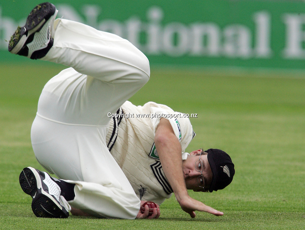 Daniel Vettori fields on day one of the first cricket test match between the New Zealand Black Caps and Sri Lanka at Jade Stadium, Christchurch, New Zealand on Thursday 7 December 2006. Photo: Hannah Johnston/PHOTOSPORT<br />