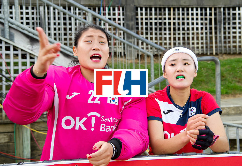 AUCKLAND - Sentinel Hockey World League final women<br /> Match id 10321<br /> Korea v England Bronze 1-0<br /> Korean win Bronz<br /> Foto:  coaching Mijin Han (Gk) in the last minutes <br /> WORLDSPORTPICS COPYRIGHT FRANK UIJLENBROEK
