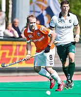 ROTTERDAM -HOCKEY - Matthew Swann en Simon Child (r) tijdens de play off hockeywedstrijd tussen de mannen van Rotterdam en Bloemendaal (1-1, R'dam wint na shoot out). FOTO KOEN SUYK
