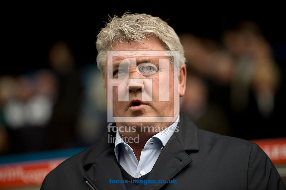 Hull City manager Steve Bruce before the Sky Bet Championship match at the John Smiths Stadium, Huddersfield<br /> Picture by Russell Hart/Focus Images Ltd 07791 688 420<br /> 09/04/2016