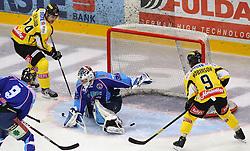 17.01.2012, Albert Schultz Halle, Wien, AUT, EBEL, UPC Vienna Capitals vs SAPA Fehervar AV19, im Bild Jonathan Ferland, (UPC Vienna Capitals, #24), Derek Ryan, (SAPA Fehervar AV19, #9), Bence Balizs, (SAPA Fehervar AV19, #39) und Nathan Robinson, (UPC Vienna Capitals, #9) // during the icehockey match of EBEL between UPC Vienna Capitals (AUT) and SAPA Fehervar AV19 (HUN) at Albert Schultz Halle, Vienna, Austria on 17/01/2012,  EXPA Pictures © 2012, PhotoCredit: EXPA/ T. Haumer