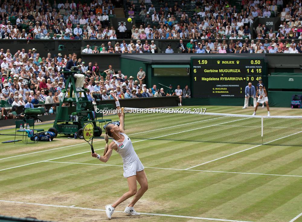 vorne MAGDALENA RYBARIKOVA (SVK) und GARBI&Ntilde;E MUGURUZA (ESP) vor der Anzeigetafel,Scoreboard,<br /> <br /> Tennis - Wimbledon 2017 - Grand Slam ITF / ATP / WTA -  AELTC - London -  - Great Britain  - 13 July 2017.