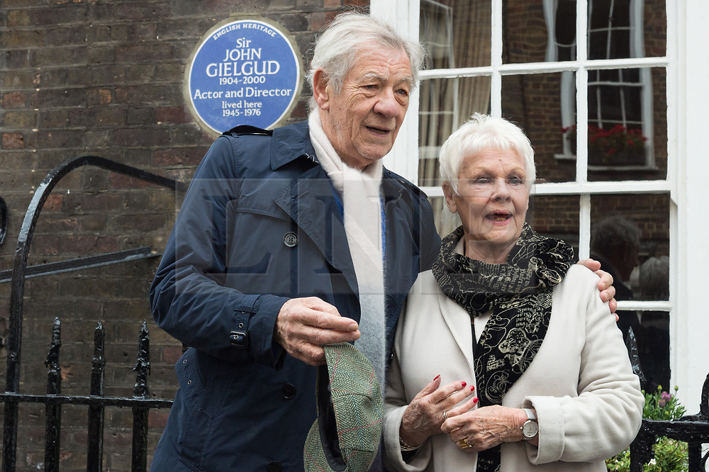 © Licensed to London News Pictures. 27/04/2017. London, UK. SIR IAN MCKELLEN and Dame Judi Dench and  unveil an English Heritage Blue Plaque at the London home of Sir John Gielgud where he lived for 31 years. Photo credit: Ray Tang/LNP