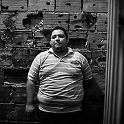 APUNTES SOBRE MI VIDA: LA PASTORA I - 2009/10<br /> Photography by Aaron Sosa<br /> Retrato de Tiuna Rodriguez, uno de mis mejores amigos de infancia.<br /> La Pastora, Caracas - Venezuela 2010<br /> (Copyright © Aaron Sosa)