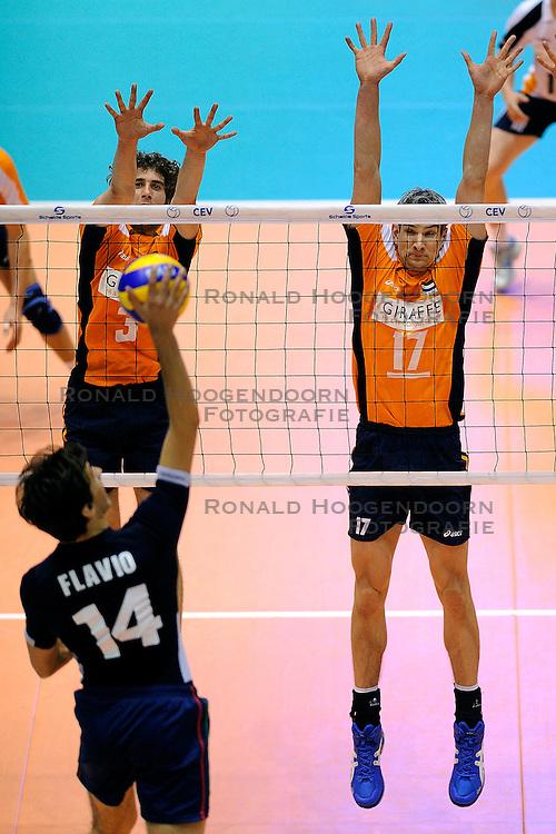 30-05-2010 VOLLEYBAL: EK KWALIFICATIE NEDERLAND - PORTUGAL: ROTTERDAM <br /> Nederland verslaat Portugal met 3-0 / Rob Bontje en Yannick van Harskamp<br /> &copy;2010-WWW.FOTOHOOGENDOORN.NL