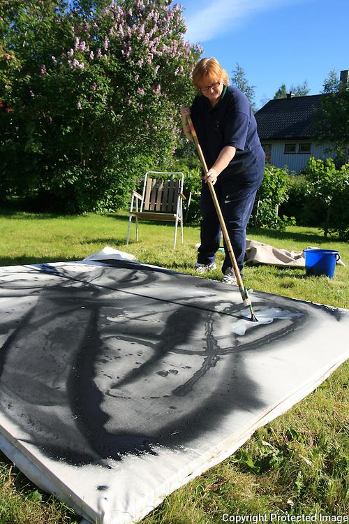 Workshop i Big painting på Haverneset i Selbu. Annhild Gustavsen.  Foto: Bente Haarstad