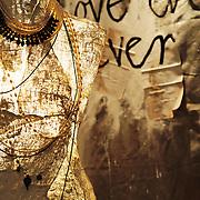 Danijel Srdarev creation, Indian cottons to the colors généreuse designer by the two young person créateurs of Thesaurus, a concept store . Créations de Danijel Srdarev, cotons indiens aux couleurs généreuse designer par les deux jeunes créateurs de Thesaurus, une concept store plein de charme dans les ruelles du vieux Hvar