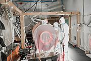 Troncon de four sous vinyle avec palet en cellule 6 du batiment ATPU (Atelier Technologie Plutonium) a AREVA Cadarache.<br /> Section of a kiln wrapped in vinyl inside Cell 6 of the ATPU Building (Plutonium Technology Workshop) at the AREVA Cadarache site.