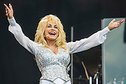 Dolly parton plays the Pyramid Stage. The 2014 Glastonbury Festival, Worthy Farm, Glastonbury. 29 June 2013.