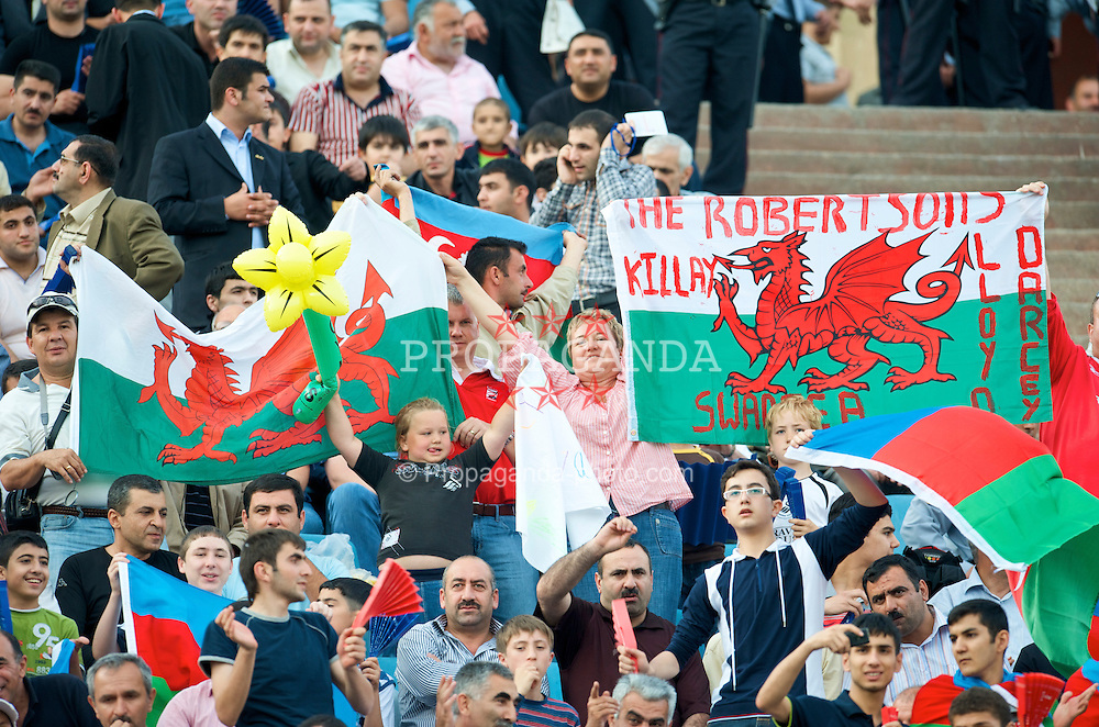 BAKU, AZERBAIJAN - Saturday, June 6, 2009: Wales supporters with their flag before the 2010 FIFA World Cup Qualifying Group 4 match against Azerbaijan at the Tofig Bahramov Stadium. (Pic by David Rawcliffe/Propaganda)