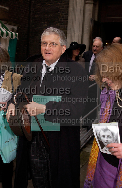 David Hockney, Patrick Proctor memorial service. St. James's church, Piccadilly. 17 March 2004. ONE TIME USE ONLY - DO NOT ARCHIVE  © Copyright Photograph by Dafydd Jones 66 Stockwell Park Rd. London SW9 0DA Tel 020 7733 0108 www.dafjones.com