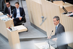 17.04.2018, Hofburg, Wien, AUT, Parlament, Sitzung des Nationalrates mit Generaldebatte über das Doppelbudget 2018 und 2019, im Bild Finanzminister Hartwig Löger (ÖVP) vor Bundeskanzler Sebastian Kurz (ÖVP) und Vizekanzler Heinz-Christian Strache (FPÖ) // Austrian Minister for Finance Hartwig Loeger in front of Austrian Federal Chancellor Sebastian Kurz and Austrian Vice Chancellor Heinz-Christian Strache during meeting of the National Council of Austria regarding on federal budget for 2018 and 2019 at Hofburg palace in Vienna, Austria on 2018/04/17, EXPA Pictures © 2018, PhotoCredit: EXPA/ Michael Gruber
