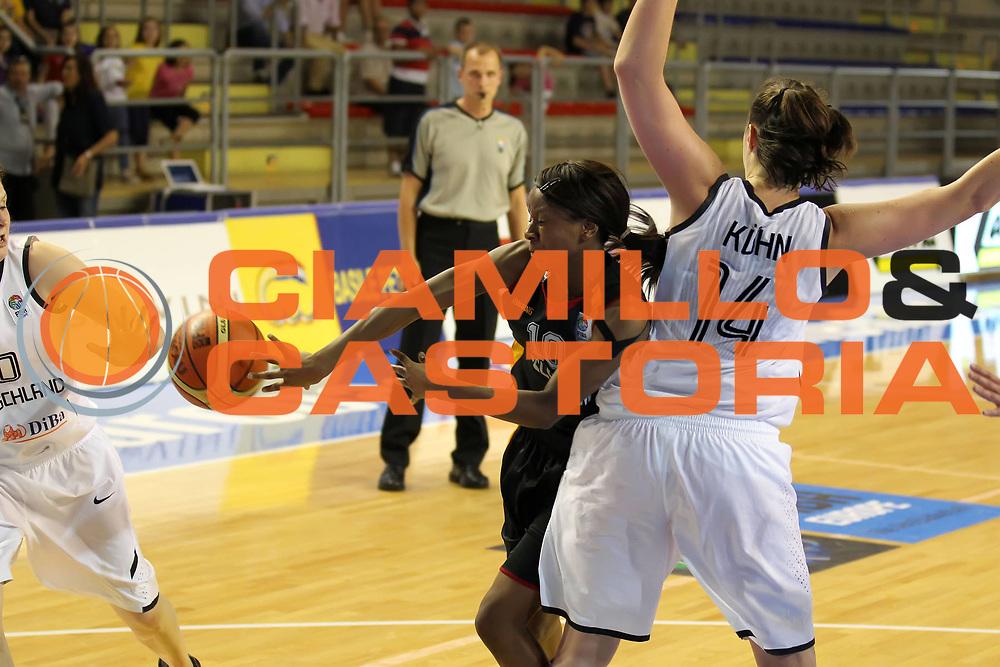 DESCRIZIONE : Taranto Torneo di qualificazione Campionati Europei donne Polonia 2011 Germania Belgio Germany Belgium<br /> GIOCATORE : Noemie Mayombo<br /> SQUADRA : Belgio Belgium<br /> EVENTO : Torneo di qualificazione Campionato Europeo Donne Polonia 2011 Eurobasket Women Additional Qualifying Tournament<br /> GARA : Germania Belgio Germany Belgium<br /> DATA : 03/06/2011<br /> CATEGORIA : passaggio<br /> SPORT : Pallacanestro<br /> AUTORE : Agenzia Ciamillo-Castoria/ElioCastoria<br /> Galleria : FIP Nazionali 2011<br /> Fotonotizia :  Taranto Torneo di qualificazione Campionati Europei donne Polonia 2011 Germania Belgio Germany Belgium<br /> Predefinita :