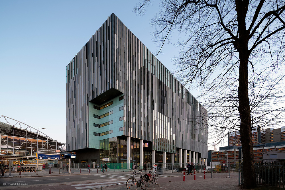 Level in Leiden, designed by MVSA-Architects. A multi purpuse building housing a school, hotel, spa and offices.