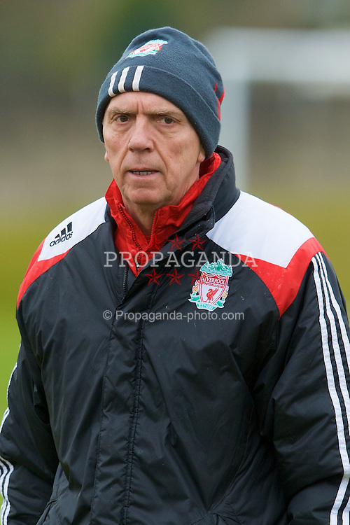 LIVERPOOL, ENGLAND - Thursday, March 20, 2008: Liverpool's first team coach Alex Miller training at Melwood ahead of the Premiership clash with Manchester United on Easter Sunday. (Photo by David Rawcliffe/Propaganda)
