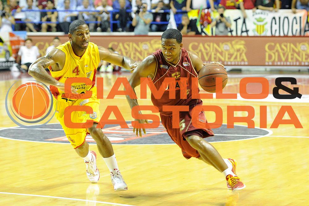 DESCRIZIONE : Venezia Lega Basket A2 2010-11 Playoff Semifinale Gara 5 Umana Reyer Venezia Prima Veroli<br /> GIOCATORE : Keydren Clark<br /> CATEGORIA : palleggio<br /> SQUADRA : Venezia Prima Veroli<br /> EVENTO : Campionato Lega A2 2010-2011<br /> GARA : Umana Reyer Venezia Prima Veroli<br /> DATA : 08/06/2011<br /> <br /> SPORT : Pallacanestro <br /> AUTORE : Agenzia Ciamillo-Castoria/C. De Massis<br /> Galleria : Lega Basket A2 2010-2011 <br /> Fotonotizia : Venezia Lega Basket A2 2010-11 Playoff Semifinale Gara 5 Umana Reyer Venezia Prima Veroli<br /> Predefinita :